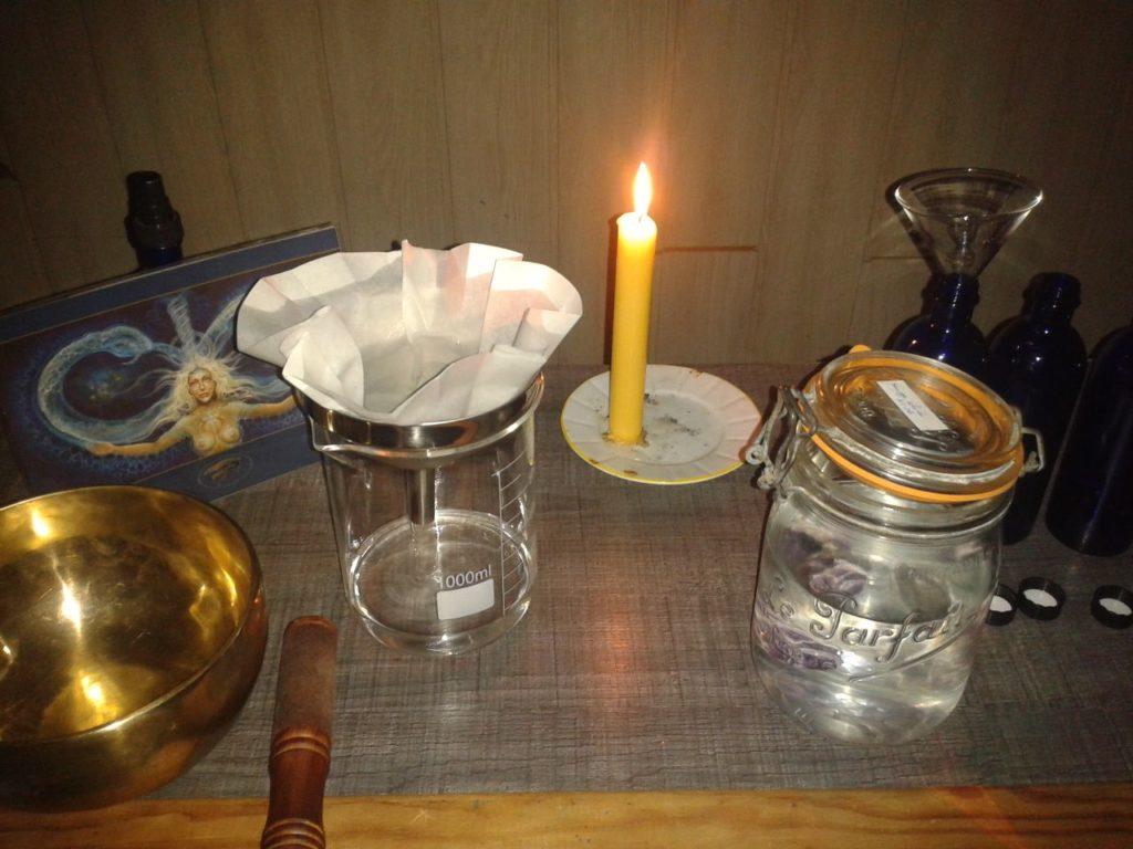La mise en flacon, à la bougie, au solstice
